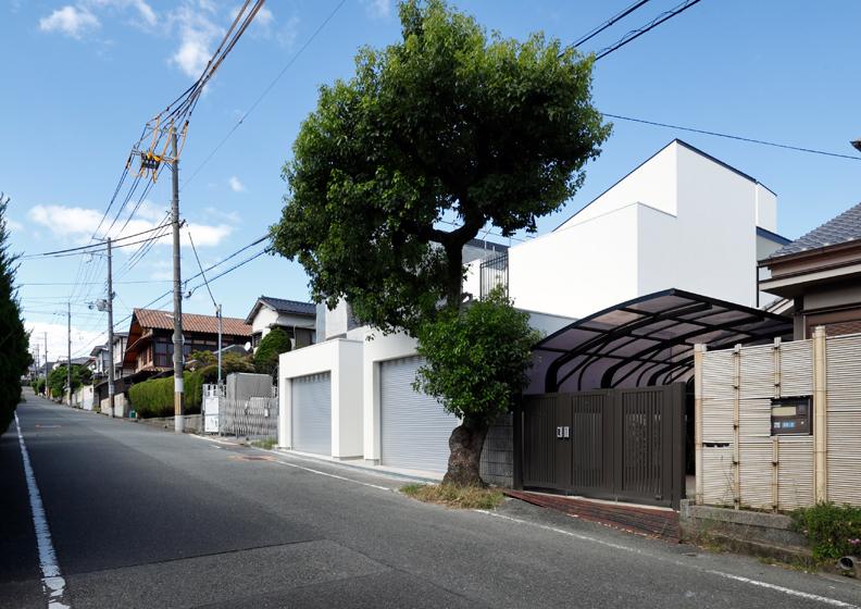 白い家,ガレージハウス,吹田市,大阪府,住宅設計,建築家,設計事務所