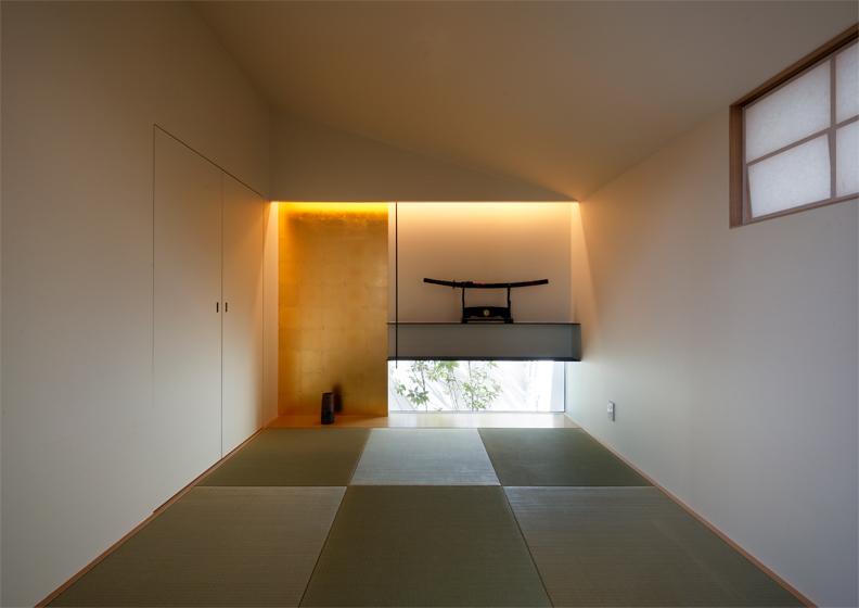 地窓から緑が見える,違い棚のある和室,和モダン空間
