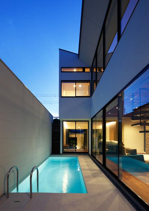 コートハウス,中庭,プール,プールサイド,ガラス張り,住宅,家,住宅設計,建築家,設計事務所