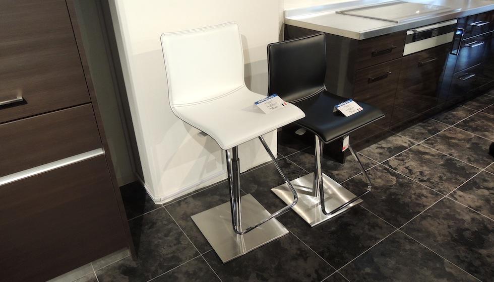 キッチンの椅子