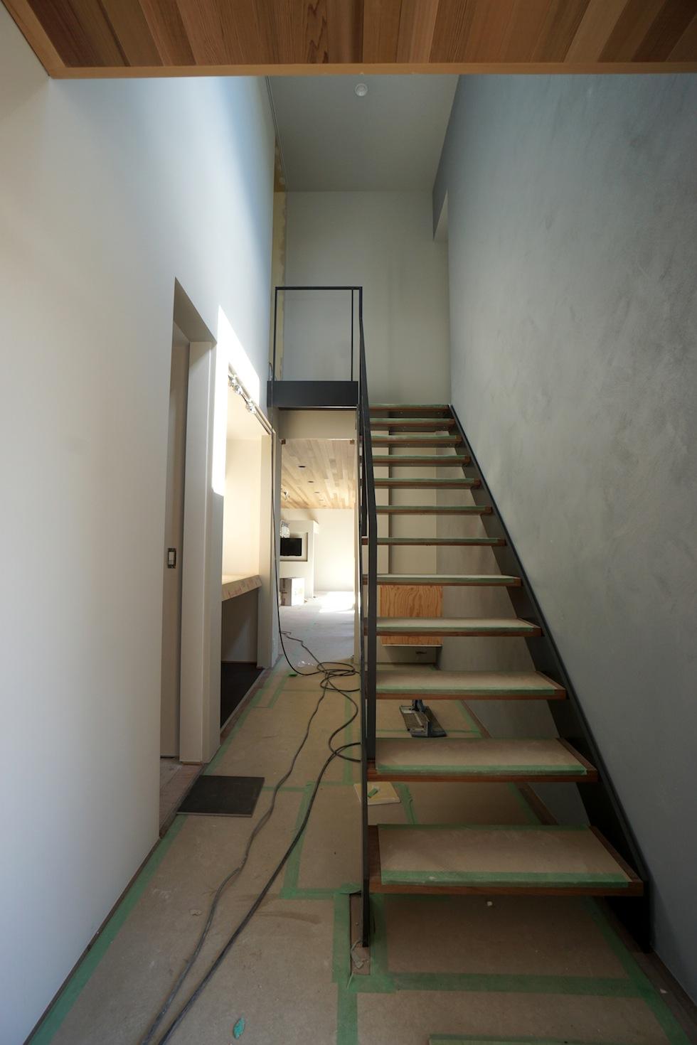 ガレージハウス_鉄骨階段