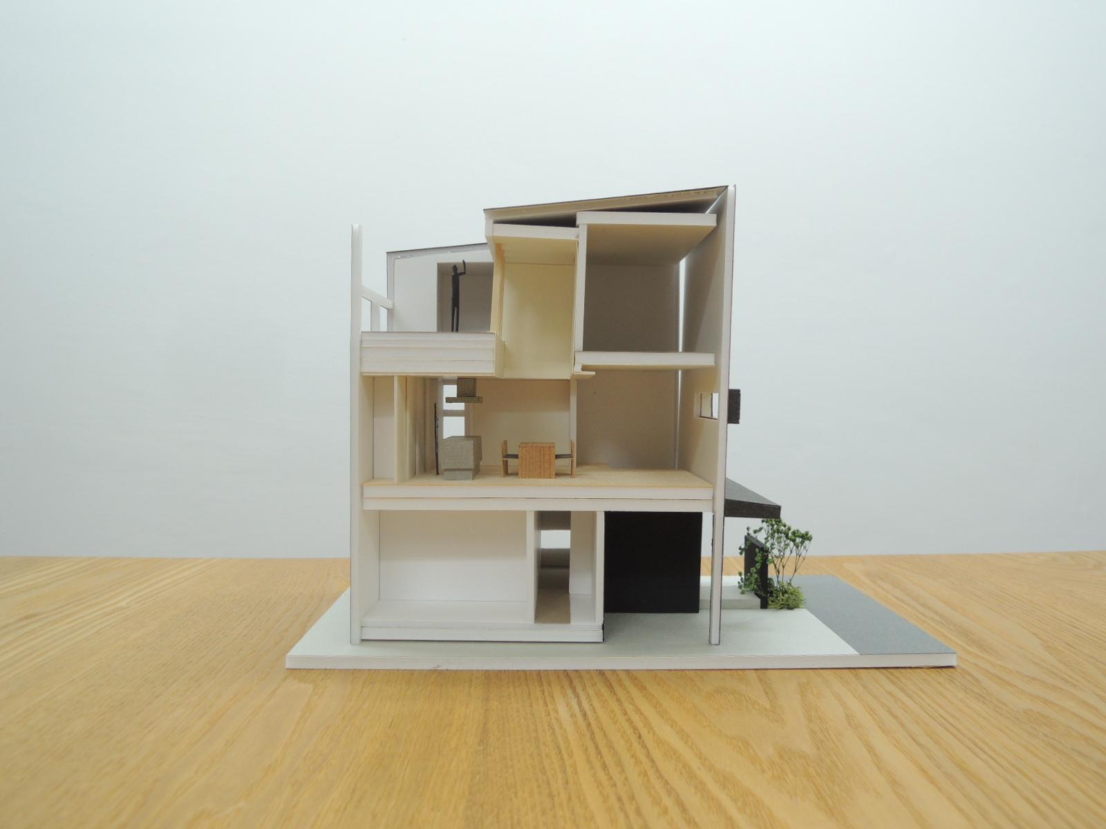 四條畷の家,断面,木造3階建て,デザイン
