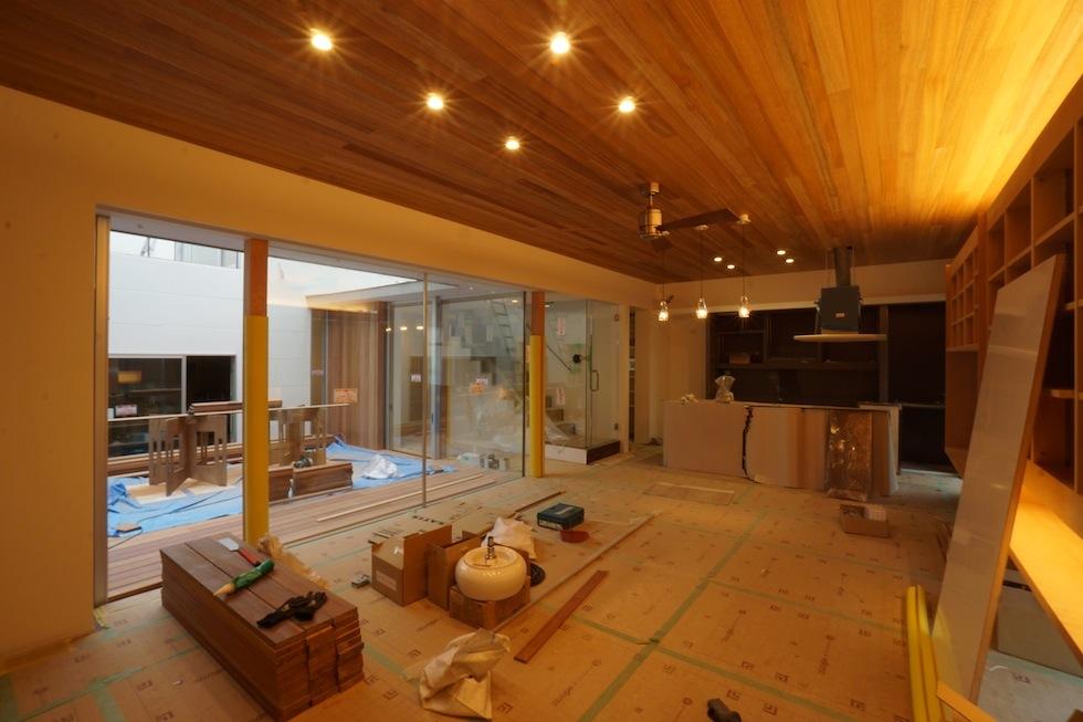 大阪,神戸,京都,コートハウス,中庭の家,高級注文住宅,リビングタイル