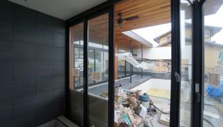 プールハウス,中庭の家,リゾートハウス,大阪,京都,神戸,建築家,設計事務所,住宅設計,石,板貼り,インテリアデザイン,オープンな浴室