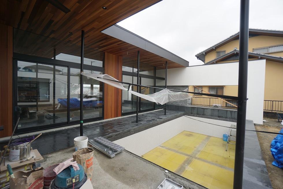プールハウス,中庭の家,リゾートハウス,大阪,京都,神戸,建築家,設計事務所,住宅設計,石,板貼り,インテリアデザイン,プールサイド,テラス