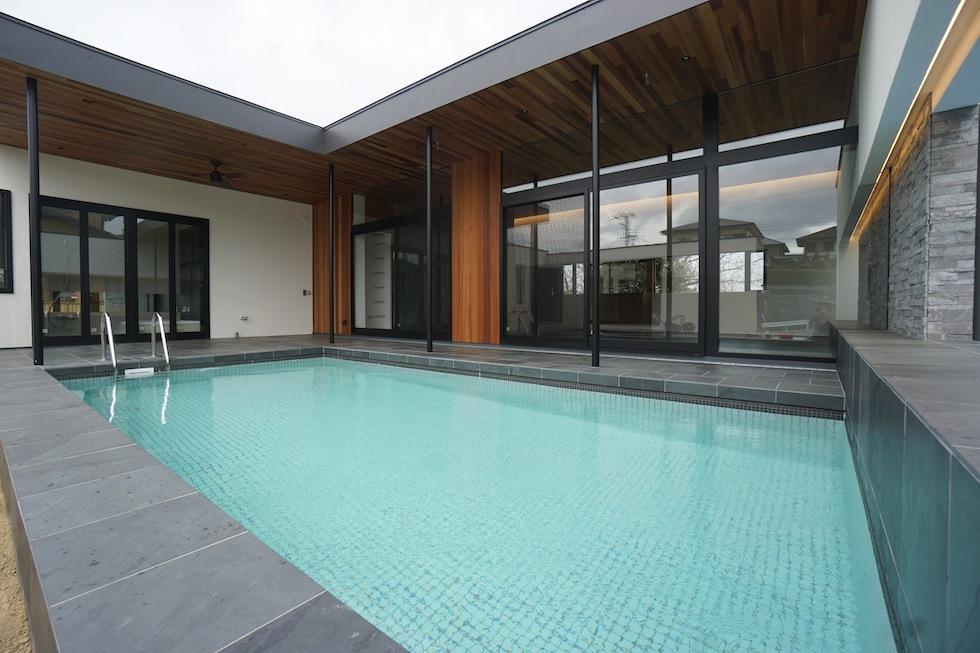 リゾートプールハウス,住宅設計,建築家,高級注文住宅,大阪,神戸,京都,プールサイドテラス