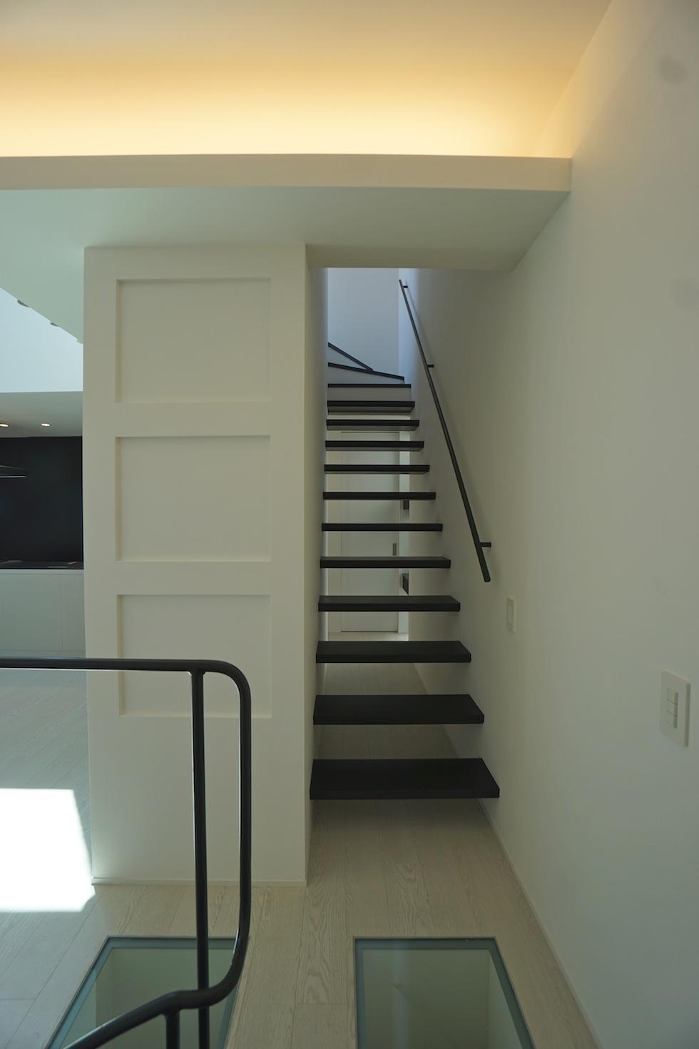 高級注文住宅,設計事務所,建築家,大阪,京都,神戸,3階建てデザイン,リビング,グランピングテラス,ストリップ階段,ガラス床