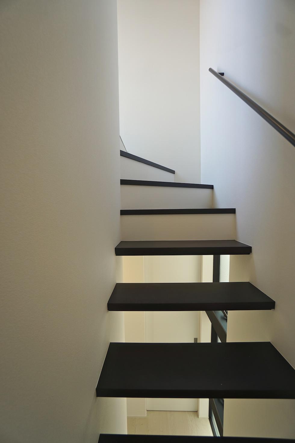 高級注文住宅,設計事務所,建築家,大阪,京都,神戸,3階建てデザイン,リビング,グランピングテラス,ストリップ階段