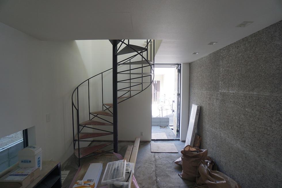 高級注文住宅,設計事務所,建築家,大阪,京都,神戸,3階建てデザイン,リビング,螺旋階段,土間エントランス