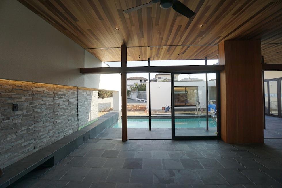 高級注文住宅設計,大阪,神戸,京都,プールハウス,建築家,設計事務所,豪邸,モダンリビング,コートハウス,中庭,プールリビング