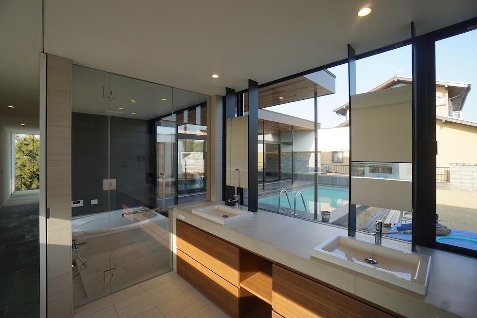 高級注文住宅設計,大阪,神戸,京都,プールハウス,建築家,設計事務所,豪邸,モダンリビング,コートハウス,中庭,洗面デザイン