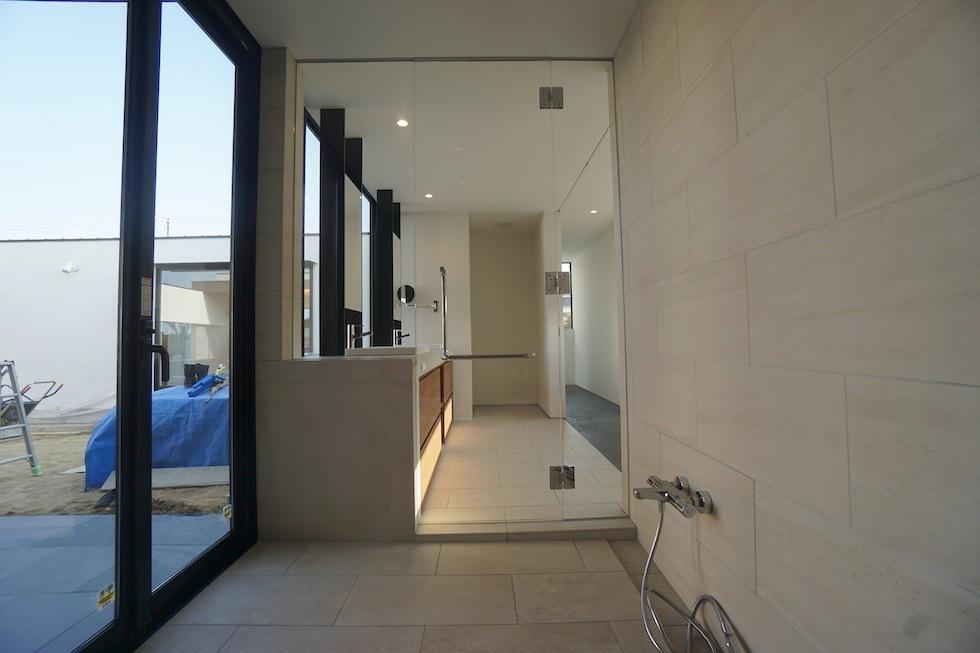 高級注文住宅設計,大阪,神戸,京都,プールハウス,建築家,設計事務所,豪邸,モダンリビング,コートハウス,中庭,洗面,浴室