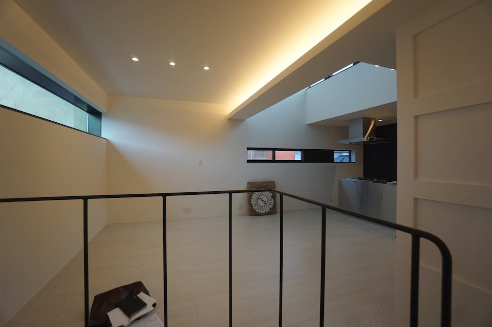 高級注文住宅,設計設計事務所,建築家,デザイン,3階建て住宅,コートハウス,間接照明,横長窓