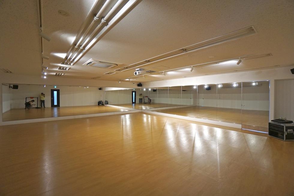 店舗設計,エントランス,フィットネスクラブ,スタジオ設計.建築家,設計事務所,大阪,鏡貼り
