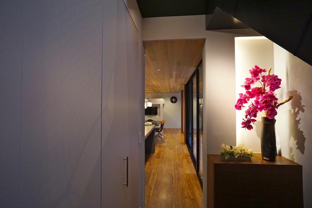 ガレージハウス,大阪,京都,神戸,建築家,設計事務所,高級注文住宅設計,取材,エントランス