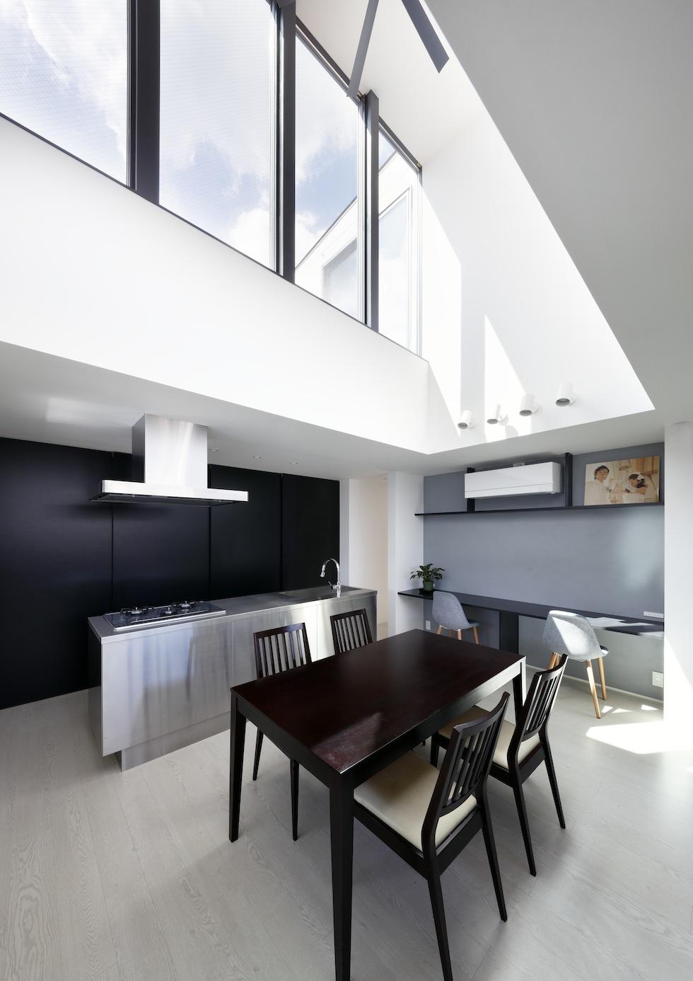 大阪,四條畷,建築家,設計事務所,住宅設計,高級注文住宅,木造3階建てデザイン,螺旋階段,外観デザイン,カーテンのいらない家