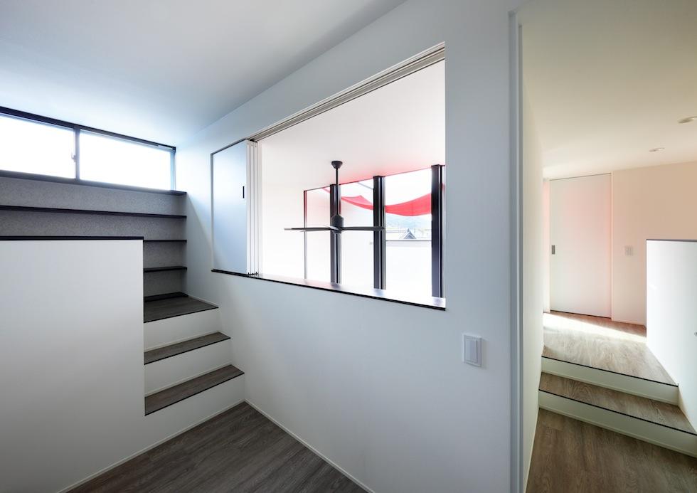 大阪,四條畷,建築家,設計事務所,住宅設計,高級注文住宅,木造3階建てデザイン,螺旋階段,外観デザイン,シンプルモダン