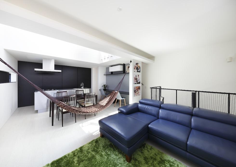 大阪,四條畷,建築家,設計事務所,住宅設計,高級注文住宅,木造3階建てデザイン,螺旋階段,外観デザイン,ワインレッド