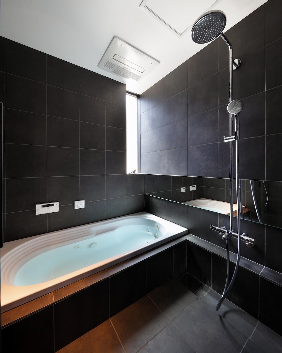 大阪,四條畷,建築家,設計事務所,住宅設計,高級注文住宅,木造3階建てデザイン,螺旋階段,外観デザイン,浴室デザイン