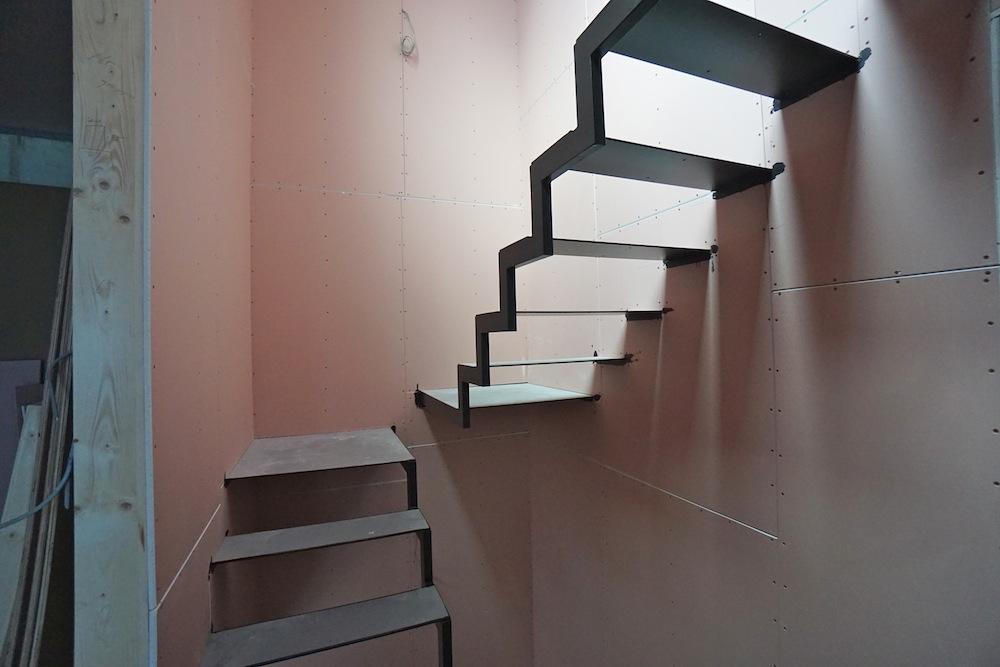 大阪,神戸,京都,設計事務所,建築家,高級注文住宅設計,スキップフロア,階段デザイン,吹田,スチール階段