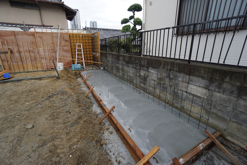 コンクリート塀,サッカーグラウンドのある家,建築家,大阪,神戸,高級注文住宅,コンクリート打ち放し