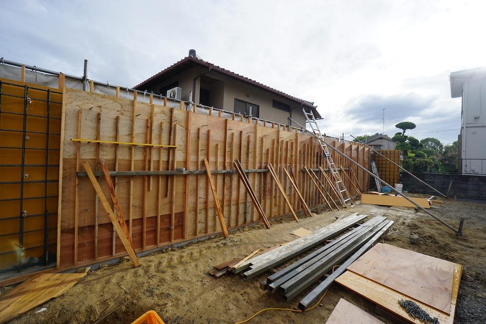 コンクリート塀,サッカーグラウンドのある家,建築家,大阪,神戸,高級注文住宅,打ち放しコンクリート