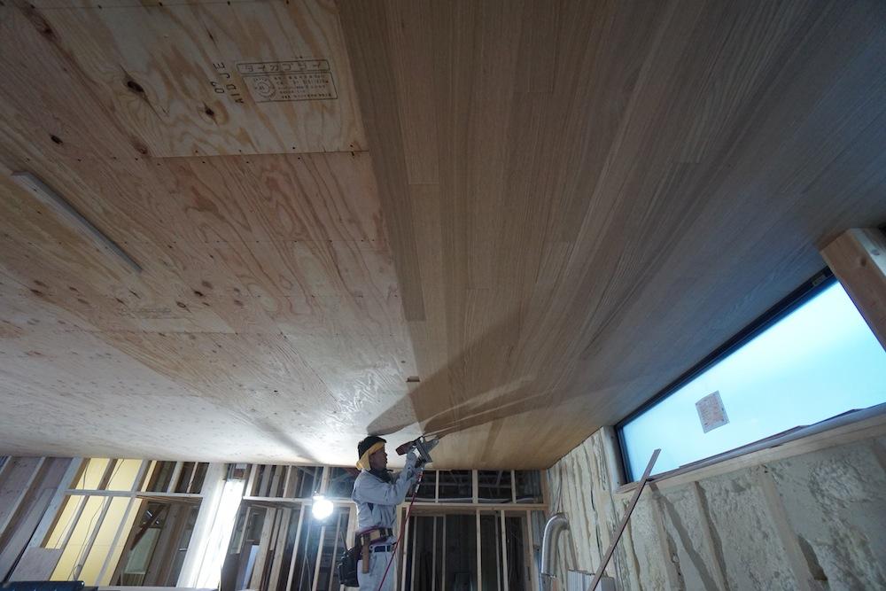 建築家,北摂,豊中,サッカーグランドのある家,リビング,高級注文住宅設計,天井板貼り