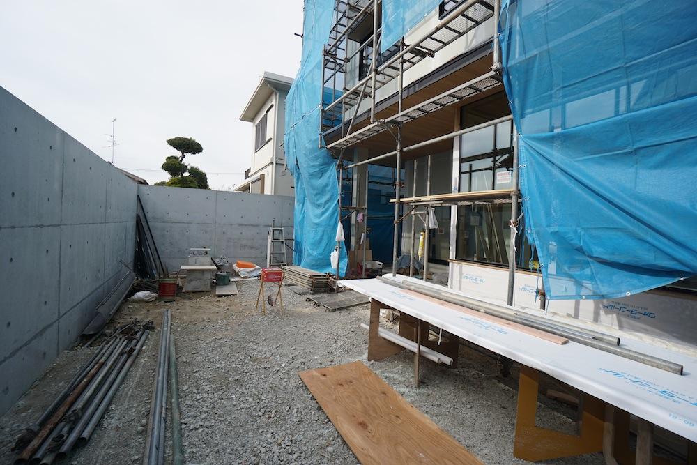 建築家,神戸,大阪,豊中,吹田,サッカーグラウンドのある家,リビング,大きな窓,中庭
