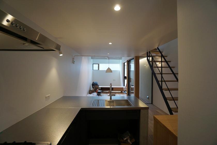 建築家,設計事務所,高級注文住宅設計,大阪,神戸,京都,リノベーション,リフォーム,キッチン,ステンレス,バイブレーション,モルタル