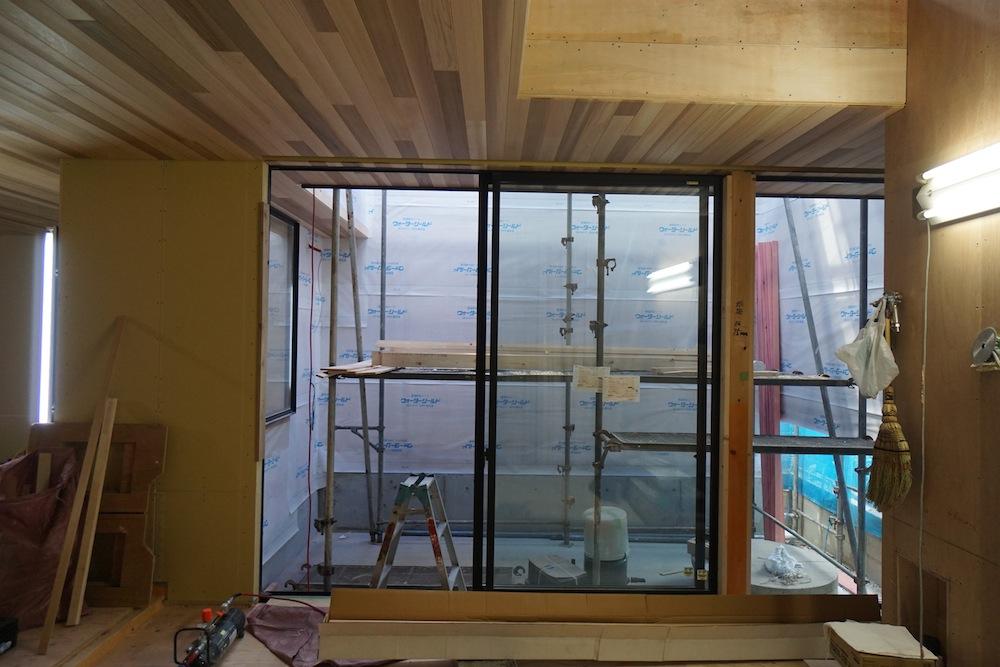 天井の板貼り,大阪,建築家,高級注文住宅設計,北摂,豊中,コートハウス,中庭,おおきな窓