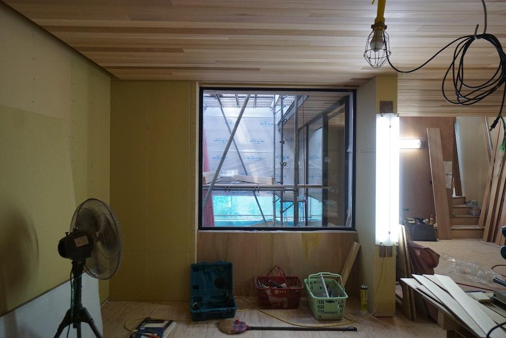 天井の板貼り,大阪,建築家,高級注文住宅設計,北摂,豊中,コートハウス,中庭,ピクチャーウィンドウ