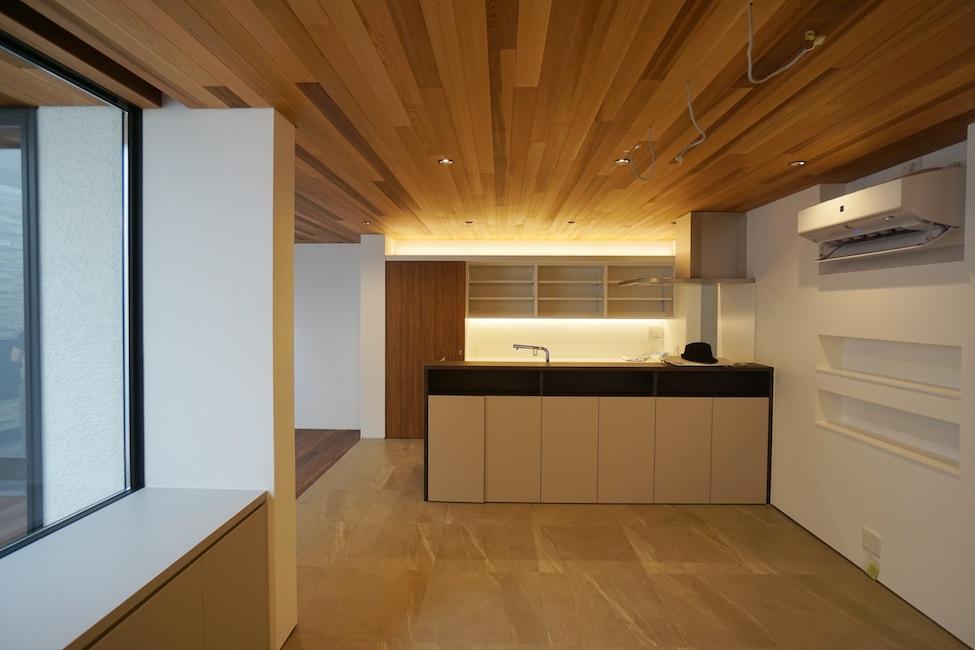 建築家,大阪,豊中,北摂,高級注文住宅設計,コートハウス,中庭,水盤,ラグジュアリー,キッチン収納