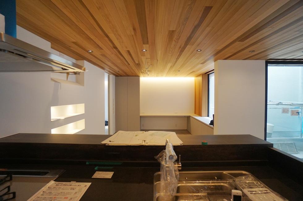 建築家,高級注文住宅設計,大阪,北摂,豊中,中庭の家,コートハウス,リゾート,水盤,ラグジュアリー,石の壁,段差リビング,グレージュ,外壁,キッチン,セラミック