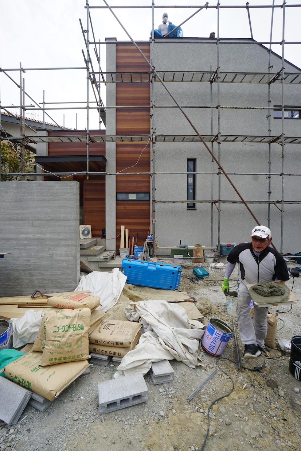 建築家,高級注文住宅設計,大阪,北摂,豊中,中庭の家,コートハウス,リゾート,水盤,ラグジュアリー,石の壁,段差リビング,グレージュ,外壁