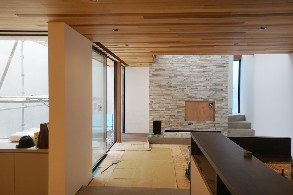 建築家,高級注文住宅設計,大阪,北摂,豊中,中庭の家,コートハウス,リゾート,水盤,ラグジュアリー,石の壁,段差リビング