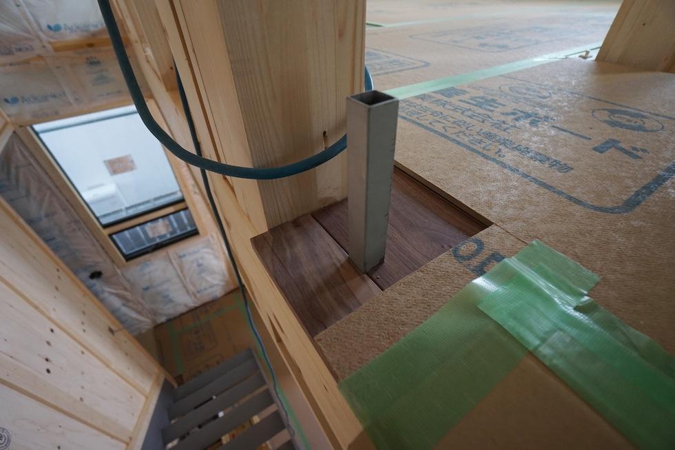 高槻,高級注文住宅設計,建築家,大阪,北摂,コートハウス,吹き抜け,板張り天井,手摺