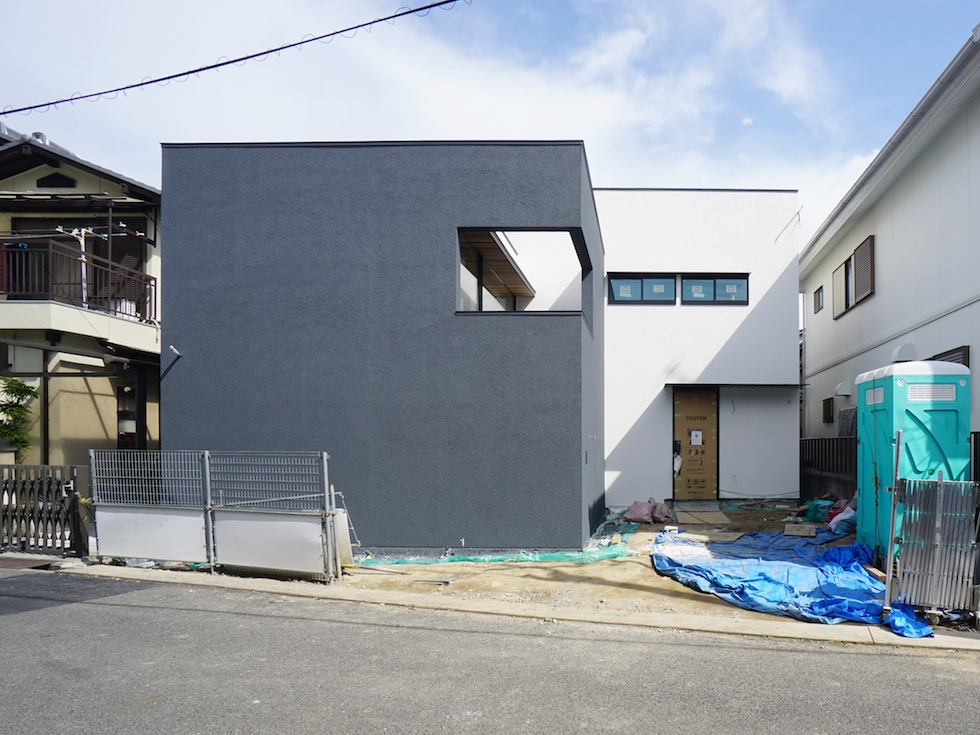 外観,大阪建築家,設計事務所,高級注文住宅設計,ファサード,高槻,準防火地域,コートハウス,中庭の家